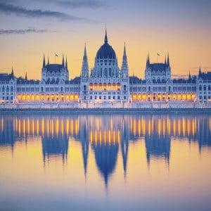 Budapest en Sziget Groepsreis Parlement met weerspiegeling