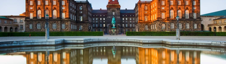 Kopenhagen Groepsreis Paleis Chirstiansborg weerspiegeling