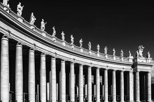 Rome Groepsreis St. Pietersplein boog